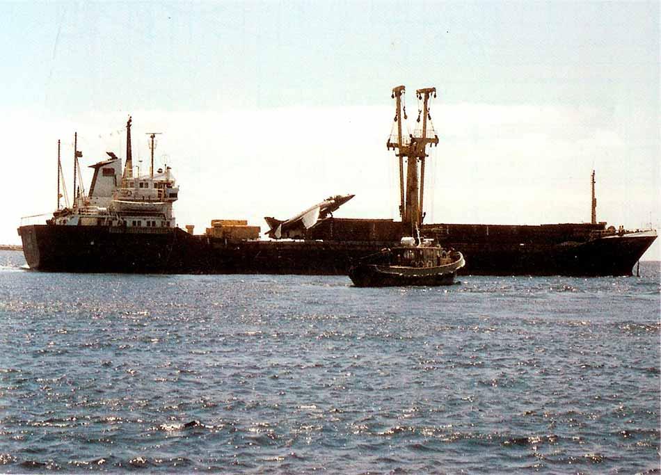 El Alraigo entrando en el puerto de Santa Cruz de Tenerife.