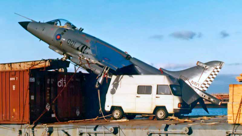 El caza Harrier a bordo del carguero Alraigo