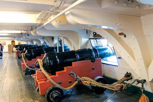 Batería principal de cañones de 24 libras a bordo de la fragata USS Constitution