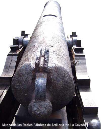 Vista posterior de un cañón recamarado de 1819