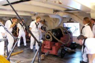 Vídeo de un disparo de un cañón naval a bordo del USS Constitution