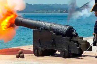 Disparo de un cañón de 48 libras en Santoña, Cantabria