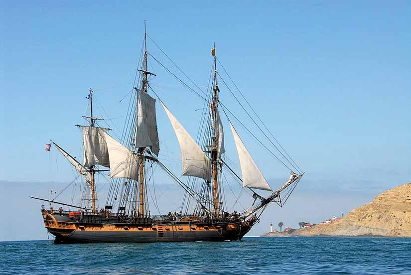 Fragata HMS Surprise navegando