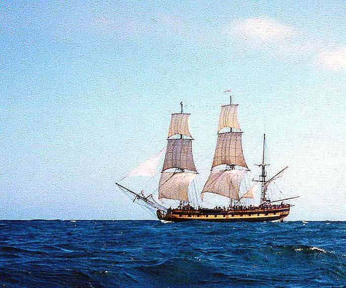 La fragata Rose navegando, en el año 2000