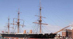 HMS Warrior en su base de Portsmouth
