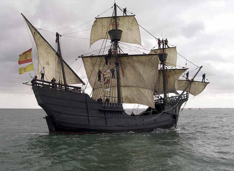 Réplica de la Nao Victoria navegando