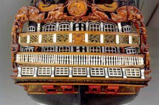 Vista de la popa del modelo de arsenal del navío Santísima Trinidad, del Museo Naval de Madrid.